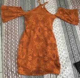 Vestidos e macacão