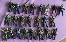 17 bonecos + armas + helicóptero Chap Mei