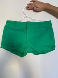 Short de tecido verde
