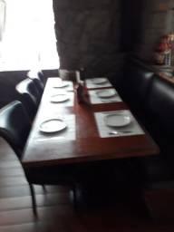 Mesa de 8 lugares, somente a mesa, de R$700 por R$400 aceita cartões em até 12x
