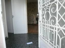 Cód 393 Ótima casa na Av. Oscar Pereira, próximo ao Bradesco e Caixa.