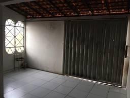 Alugo quarto para menina R$ 400,00 incluindo aluguel, água, internet e energia