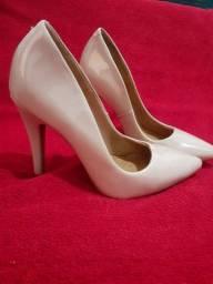 Sapatos novos e usados