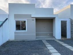 Casa no Riviera , bairro Sim , murada e possui academia equipada e piscina