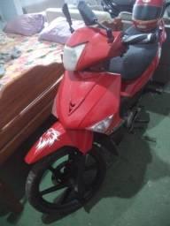 Vendo logo essa moto Traxx 100 cilindradas só filé partida e pedal