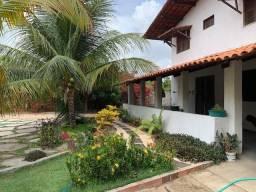 Casa duplex para venda tem 146m2 com 4 suítes próximo a praia da Caponga - Cascavel - CE