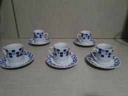 Conjunto de Xícaras de Chá, com Pires - Louça (05 unidades)