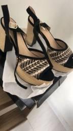 Vendo sandália madame g