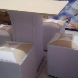 Mesa e 04 Puffs( móvel Coringa) / entrega em Domicilio (entrega grátis)