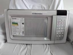 Vendo um Microondas Electrolux