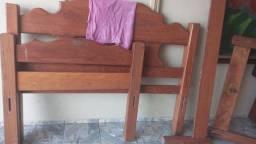 Vendo 2 camas de solteiro madeira cada 140 reais e 1 cama de casal 190 madeira