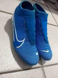 (preço a negociar)Chuteira de campo da Nike pouco usada