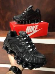 Tênis Nike shox 12 molas $280,00
