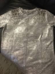 Blusa prata com aplicações