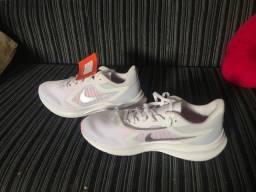 Tênis Nike Feminino $220 cada um