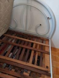 Cama de ferro e colchão
