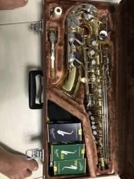 Vendo um saxofone