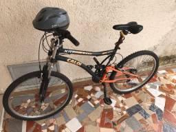 Bicicleta com capacete