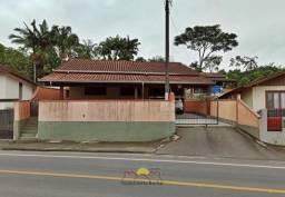 Casa com Amplo terreno de 600 m² no João Costa
