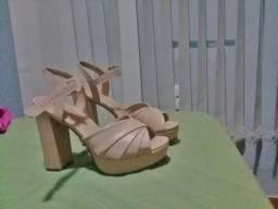 Vendo sandália da loja karita,
