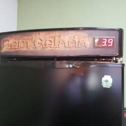 Cervejeira 570 litros - Refrigerador de Bebidas GRBA-570CB Gelopar