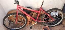 Vendo uma bicicleta e um aparelho de som com todos acessórios