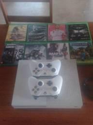 Vendo Xbox One S 1Tera com 2 controles e 8 jogos Top!!!