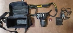 Máquina fotográfica Nikon D3200, DSLR, CMOS de 24,2 megapixels, como nova