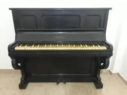 Piano em madeira