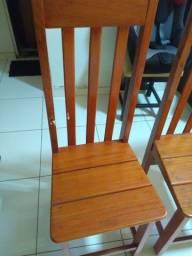 Cadeiras em perfeito estado.