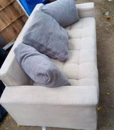 Lindo sofá de três lugares usado mas em ótimo estado