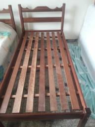 4 camas de solteiro de madeira