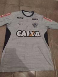 Camisa autografada do Atlético Mineiro
