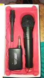 Microfone sem fio novo na caixa *