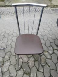 Título do anúncio: Vendo mesa com 4 cadeira