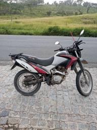 VENDE-SE UMA MOTO SHINERAY EXPLORER 150  TODA EM DIA - ANO  2013<br><br>