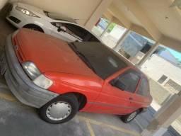 Ford Escort em garagem coberta