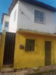 Vende casa + primeiro andar
