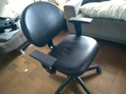 <br>Cadeira Giratória Executiva Cavaletti