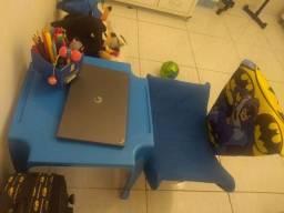 Conjunto mesa e cadeira infantil