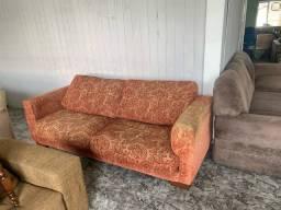 Sofá estampado confortável