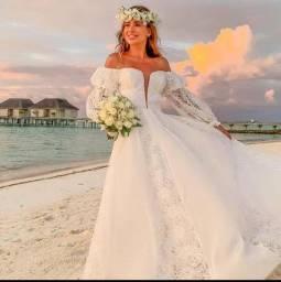 Vestido de noiva, véu e buquê