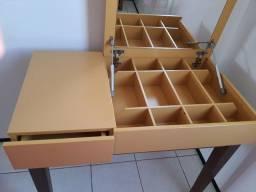 Penteadeira /Escrivaninha Amarela