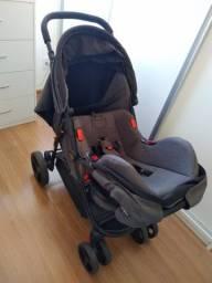Carrinho de bebê com Bebê Conforto marca Cosco