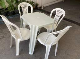 Temos conjunto de mesa plástica nova no atacado para restaurante