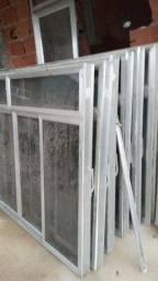 Vendo janelas 2×150 500 reais