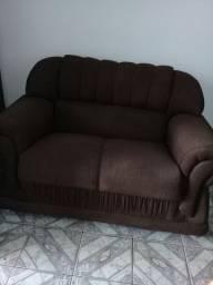 um sofa de 2 lugares
