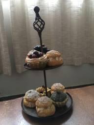 Fruteira enfeite em dois (02) andares em ferro e Cupcake enfeite
