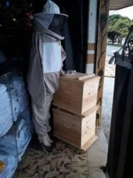 Caixa abelha mais roupa