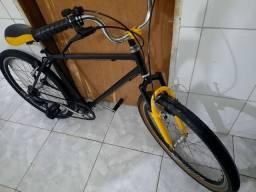 Vendo essa linda bike, preta em perfeito estado.